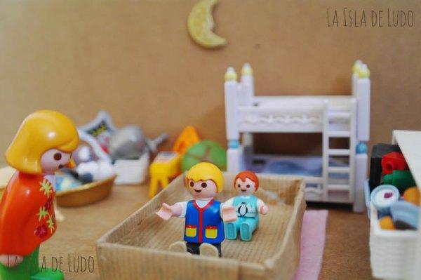jugando_con_caja_como_juguete